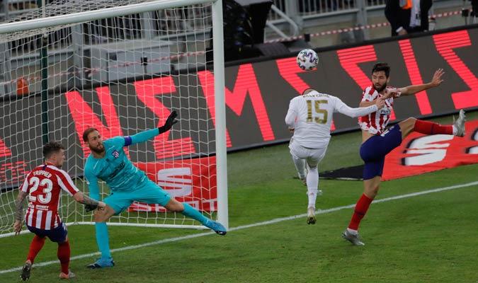 Valverde no cabeceó bien en una de las que tuvo/ Foto AP