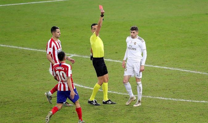 Valverde se sacrificó y fue expulsado por su dura entrada a Morata/ Foto EFE