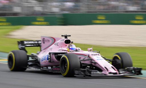 El piloto de Force India Sergio Pérez, de México, conduce su coche durante la segunda sesión de entrenamientos para el Gran Premio de Australia en Melbourne / Foto: AP