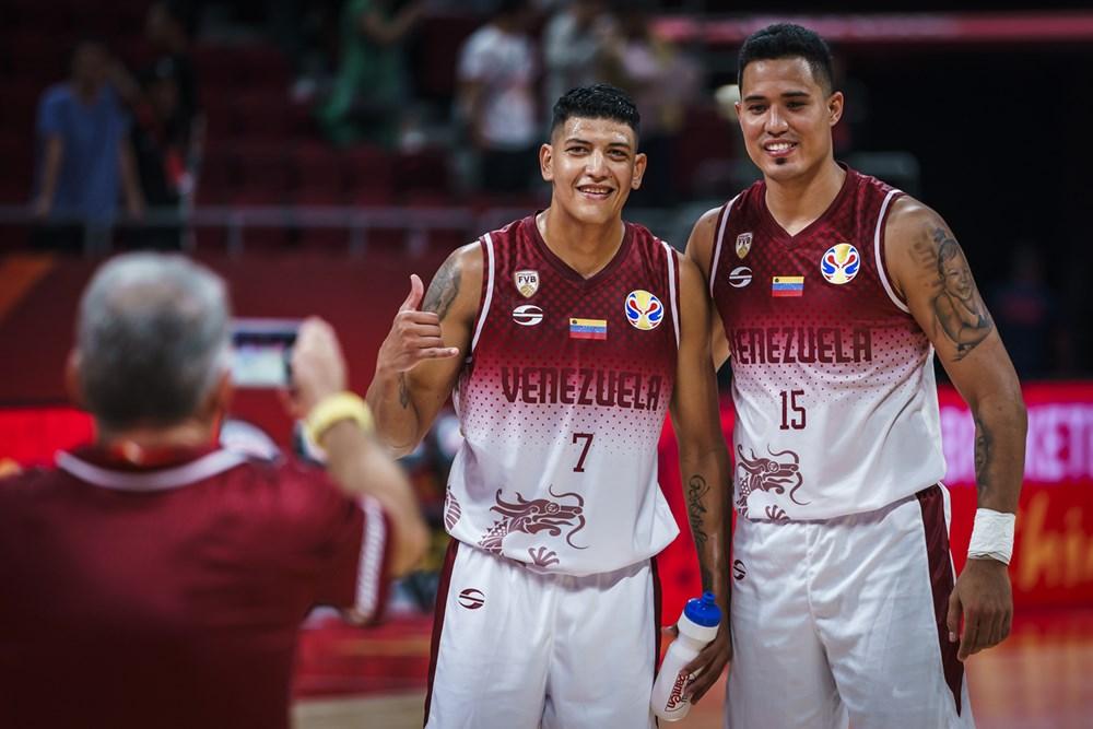 Zamora y Graterol contentos por la victoria/ Foto fiba.basketball.es