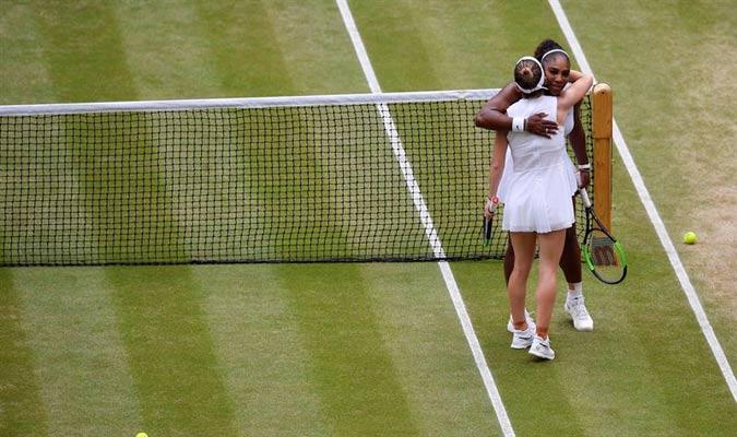 Ambas tenistas se saludaron mucho respeto / Foto: EFE