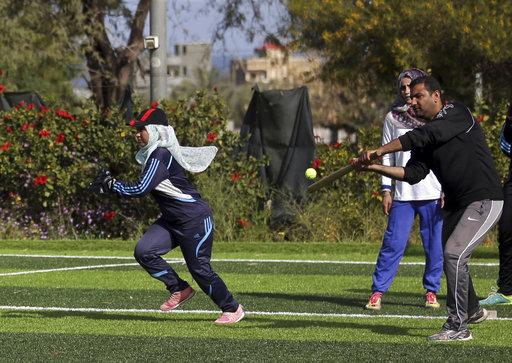 Este entrenamiento tuvo la peculiaridad de entrenar con pelotas de tenis / Foto: AP