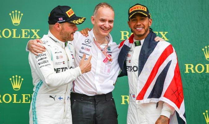 El piloto estuvo bien acompañado en el podio / Foto: EFE
