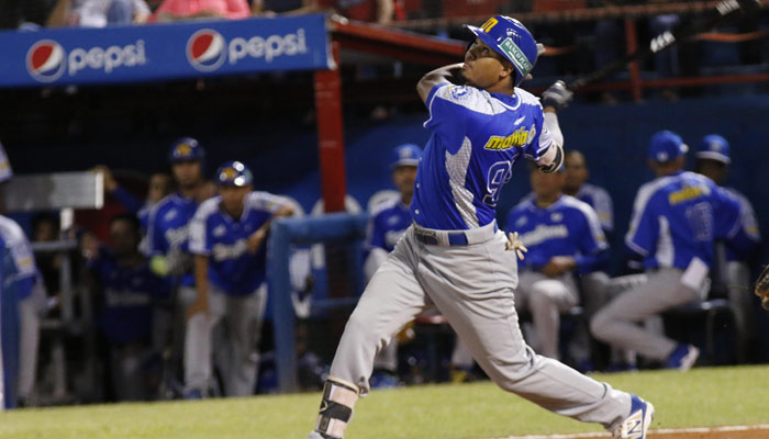 Luis Arráez sigue sorprendiendo con su ofensiva /Foto AVS