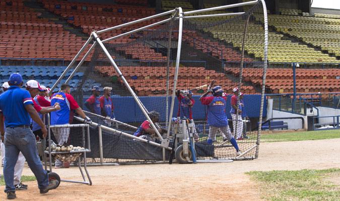 Otros bateadores aprovecharon para realizar ajustes /Foto Jorleanys Gi