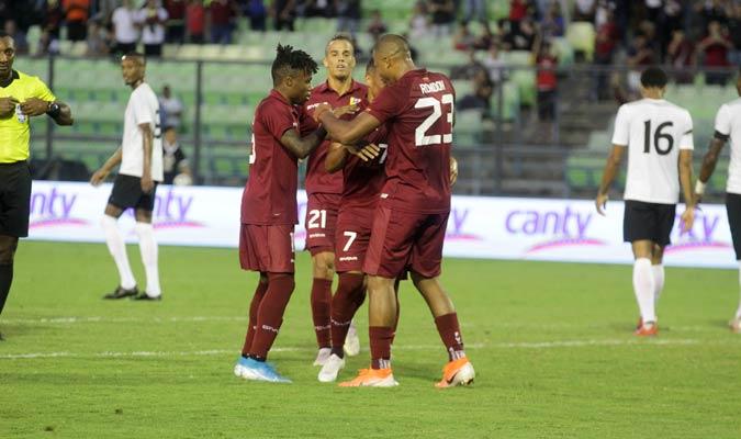 Murillo y Rondón felicitan a Machís/ Foto César Suárez