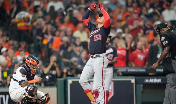 El dominicano agradeció al cielo luego de su jonrón/ Foto AP