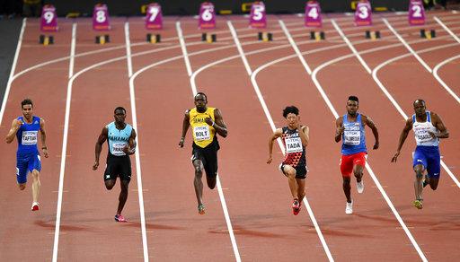 Bolt tuvo que apresurar en la mitad de la carrera /Foto AP