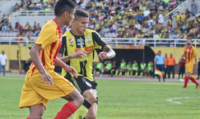Edwin Quero estuvo solvente en defensa | Foto AVS