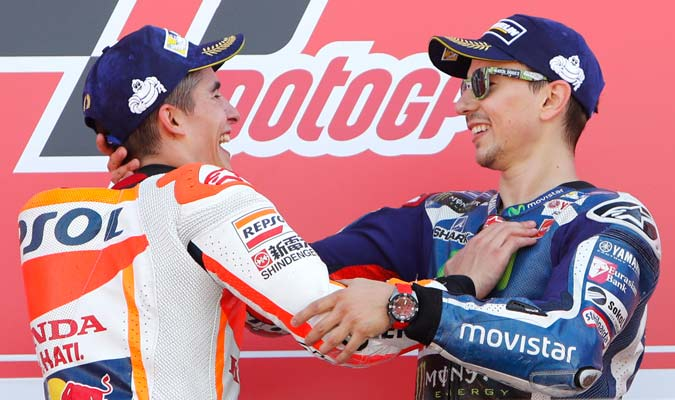 Lorenzo celebra con Márquez, campeón de la MotoGP 2016/ Foto AP