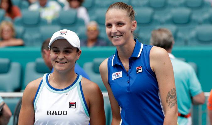 Barty y Pliskova posando antes de iniciar el duelo/ Foto AP