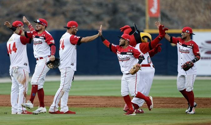 Cardenales celebrando su segunda victoria/ Foto AP