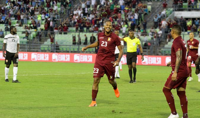 Rondón celebra el primer gol del partido/ Foto César Suárez