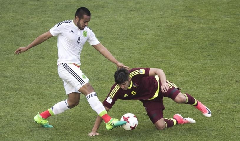Peña estuvo marcado de cerca /Foto FIFA