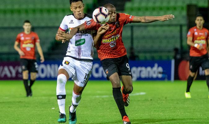 Espinoza peleó mucho en ataque/ Prensa Caracas FC