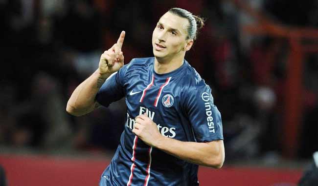 Zlatan lleva el balón /Foto AP